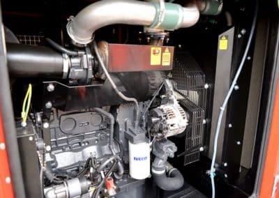 Moteur du groupe électrogène Himoinsa HRFW 100 kva mis en location par Locasix