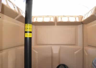 Locasix: location de WC sur remorque (vue intérieure)